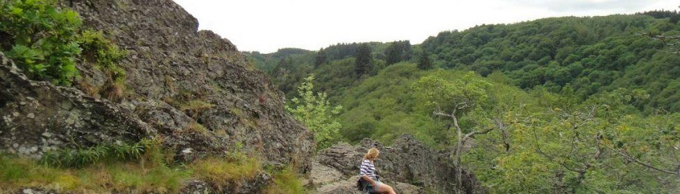 """Geniet van de natuur in Les Ondes, ontdek spectaculaire rotsen met panoramische zichten of wandel naar het rotsmassief van """"Le Herou""""."""