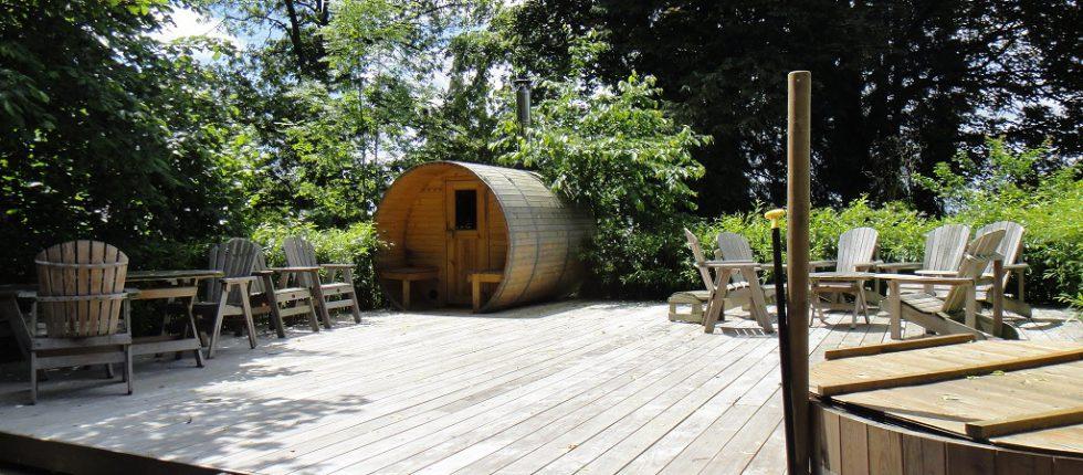 Finse sauna & hottub op hout gestookt