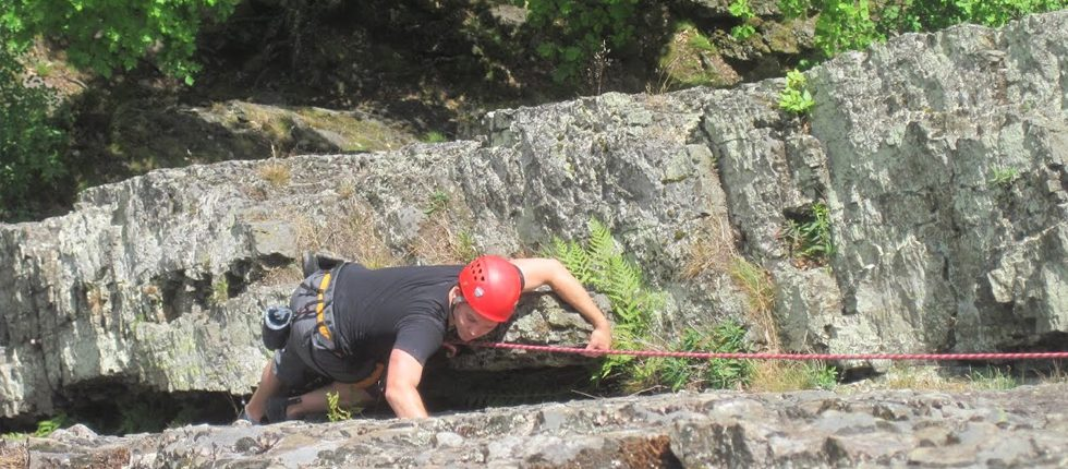 Hillwalk & klimmen op de rotsen van Le Herou op wandel afstand van Residence Les Ondes