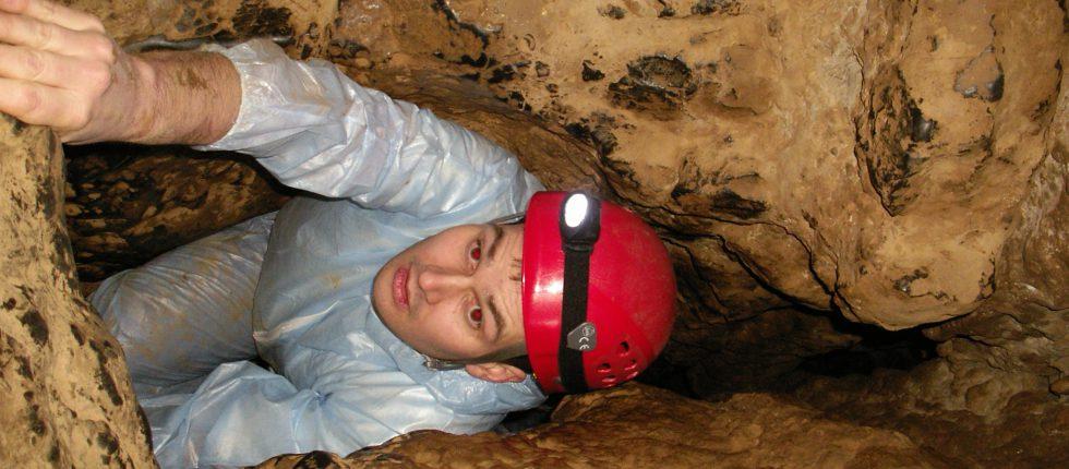 Beleef een bizarre ondergrondse wereld door samen als team een grot te exploreren.