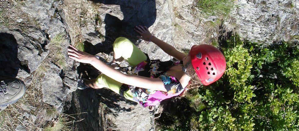 Klimmen & klauteren via het steile pad omhoog naar de abseil van Le Herou